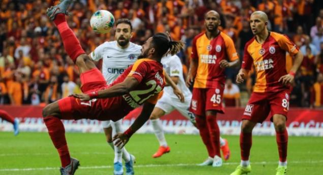 Galatasaray teknik heyetine Luyindama'dan çok önemli yardım geldi!