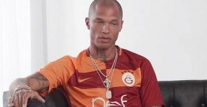 Dünyanın 'en yakışıklı mahkûmundan Galatasaray formalı sürpriz!